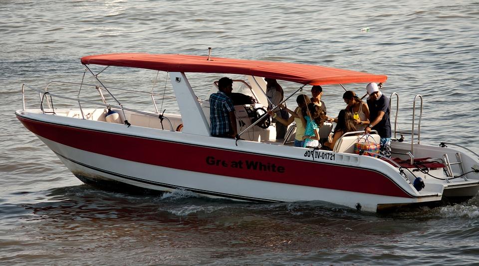 motorboat-390803_960_720